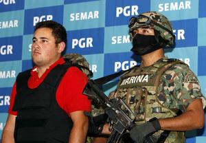 Guzmán Salazar cuenta con una orden de extradición girada en Estados Unidos y con una orden de aprehensión en Chicago.