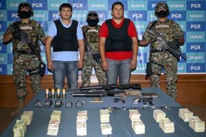 Jesús Alfredo Guzmán, presentado en la SIEDO, fue señalado como operador de bienes de su padre 'El Chapo' y quien coordinaba el envío de drogas a EU.