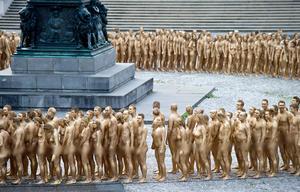 Así, en el Salón Real del Teatro Nacional, una montaña de cuerpos dorados simbolizará la riqueza acumulada.