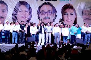 Agradecido con el partido Nueva Alianza y con los maestros de México, el candidato presidencial Gabriel Quadri de la Torre se despidió de la campaña electoral con el llamado al voto inteligente.