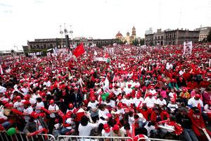El candidato presidencial del PRI, Enrique Peña Nieto, pidió en su cierre de campaña en Toluca redoblar los esfuerzos ante la elección presidencial.