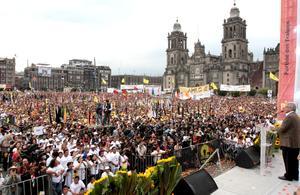 """Andrés Manuel López Obrador, candidato presidencial de la izquierda, prometió la transformación de México, a través de una nueva etapa en la vida pública del país, y dijo que """"sería una canallada fallarles""""."""
