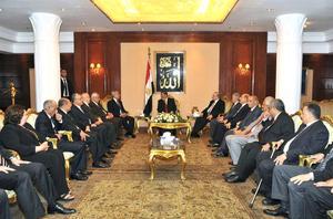 Mursi, que renunció a su militancia en los Hermanos Musulmanes tras el triunfo electoral, manifestó su respeto hacia el poder judicial y legislativo.