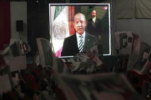 El presidente de México, Felipe Calderón Hinojosa, felicitó al candidato de la coalición Compromiso por México, Enrique Peña Nieto, quien de acuerdo con el PREP mantiene la delantera en la elección federal.