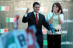 """El candidato presidencial Enrique Peña Nieto, aseguró que de acuerdo con datos oficiales, la coalición Compromiso por México encabezará el próximo Gobierno de la República y aseguró que """"no hay regreso al pasado""""."""