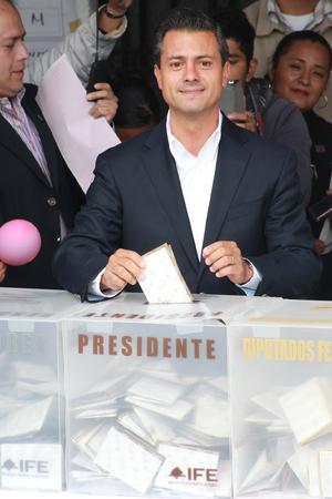 Peña Nieto fue recibido con aplausos y expresiones de apoyo.
