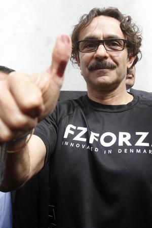 El candidato de Nueva Alianza, Gabriel Quadri de la Torre, emitió su voto en la casilla básica contigua 725, ubicada en la calle Cerro del Hombre en la colonia Romero de Terreros.