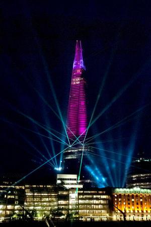 El Shard se ha convertido en el edificio más alto de la Unión Europea batiendo la marca que tenía desde 1997 la Torre del Commerzbank de Fráncfort (Alemania), de 259 metros de altura.