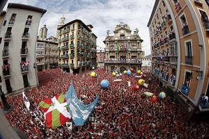 """Las fiestas empezaron con el lanzamiento del tradicional """"chupinazo"""",  en la capital de una de las fiestas más universales."""