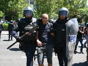 El hecho  derivó el arresto de cinco trabajadores y más de 20 heridos.