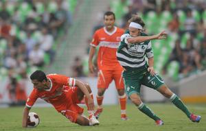 """Al minuto 25 Daniel """"El Hachita'' Ludueña cobró tiro libre y de primera intención sirvió para Édgar Lugo, quien disparó a la media vuelta y en la línea de meta sacó el balón Juan de la Barrera."""