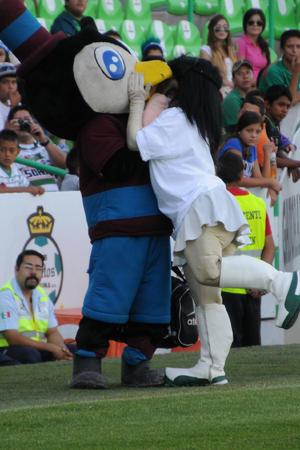 La Guerrerita hizo de las suyas con el Tecolotito de El Siglo.