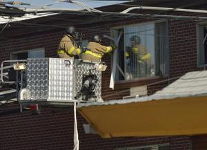 Tuvieron que accesar por las ventanas del apartamento por precaución a que hubiera dejado preparada una bomba en el lugar. (EFE)