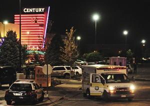 En los cines del complejo Century fue donde un individuo irrumpió, lanzógases y disparó al público causando la muerte de 12 personas en Aurora, cerca de Denver, Colorado, Estados Unidos. (EFE)