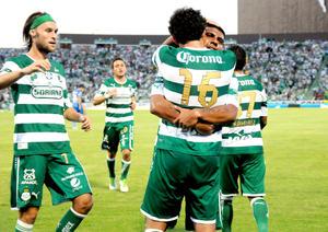 Con anotaciones de Carlos Darwin Quintero y Hérculez Gómez, Santos Laguna consiguió su primer triunfo del Apertura 2012 de la Liga MX.