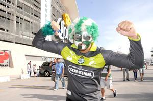 Laguneros lucieron los colores del Santos en apoyo a su equipo.