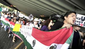 Cientos de jóvenes convocados por el movimiento estudiantil #YoSoy132 marcharon en contra del candidato del PRI a la Presidencia de la República, Enrique Peña Nieto, en diversas ciudades del país.
