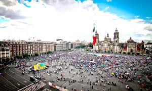 La marcha llevó unas dos horas desde la avenida Chivatito hasta la plancha del Zócalo, donde luego comenzaron a dispersarse.