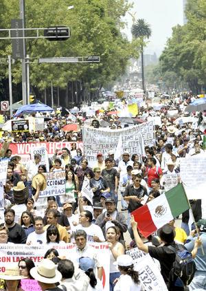 En la capital del país, la manifestación fue encabezada por el Movimiento de Aspirantes Excluidos de la Educación Superior (MAES) de la UNAM, IPN y UAM, quienes exigieron más universidades y que se amplíe la matricula para la educación superior pública.