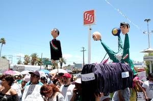 Cientos de personas asistieron a la movilización contra el IFE, Peña Nieto y el PRI, que salió desde el monumento del 'Torreoncito' hasta el Bosque Venustiano Carranza.
