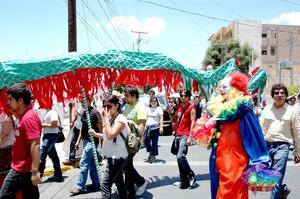 Ciudadanos y miembros del Frente Nacional Contra la Imposición de La Laguna realizaron su tercera marcha regional en calles de la ciudad de Torreón.