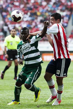 La recta final del partido fue intensa. Los Guerreros buscaban el error defensivo para dar a su afición la alegría de un gol.