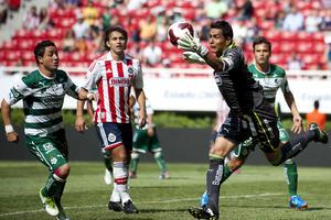 Pese a los múltiples intentos, la desconcentración de Chivas no les permitió volver a alegrar a su afición con el estruendo de un gol.