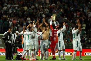 Los Esmeraldas de León regresaron a la senda del triunfo, luego de imponerse 3-0 a Santos Laguna, que no pudo mantener la calidad de invicto.
