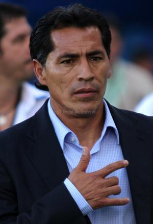 """Jugar con tres delanteros, le salió contraproducente al """"Maestro"""" Galindo."""