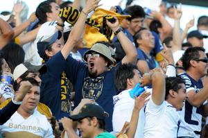 La porra universitaria Rebel estuvo presente en el Estadio Corona con un  contingente de más de 400 seguidores, reforzados por la Rebel de Durango, comandada por Manuel Rodríguez, quienes hicieron el viaje desde la Perla del Guadiana para apoyar a los Pumas.