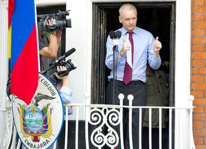 """El periodista, de 41 años de edad, envió un mensaje emotivo a su familia y a sus hijos, a quienes """"me han negado verlos, vamos a estar juntos otra vez"""", dijo Assange."""