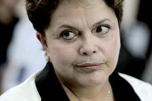 """La medalla de bronce de este podio del poder femenino vuelve a colgársela Dilma Roussef, la presidenta de la octava mayor economía del mundo y quien sigue """"siendo ambiciosa a la mitad de su primer mandato, lanzando dos agresivos programas dirigidos a revertir el todavía fuerte pero en disminución producto interior bruto (PIB) del país""""."""