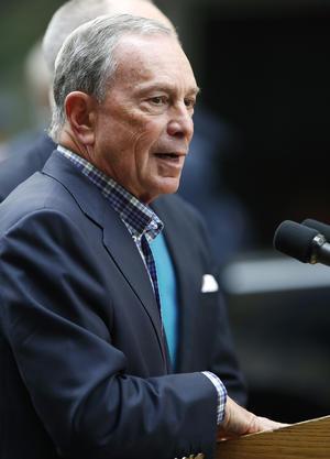 El alcalde de Nueva York Michael Bloomberg informó a los medios lo ocurrido en las cercanías del Empire State. (AP)