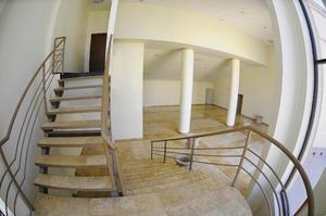 El teatro cuenta con dos salidas de emergencia laterales y una área para discapacitados, al igual que el ciclorama que ya fue adquirido pero se instalará hasta el próximo mes.