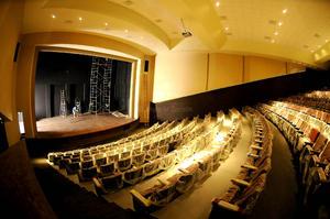 442 butacas más para las artes escénicas. Remodelado y con la intención de iniciar un nuevo capítulo en su historia, el antiguo Cine Centauro, volvió abrir sus puertas, en esta ocasión como el Teatro Centauro.
