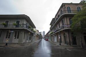 Miles de personas comenzaron a evacuar Nueva Orleáns y otras ciudades de los estados de Luisiana, Misisipi y Alabama en la costa del Golfo.