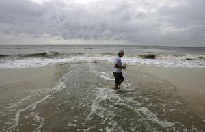 """En la víspera del séptimo aniversario del huracán """"Katrina"""" que devastó Nueva Orleáns, la ciudad se prepara para recibir a la tormenta tropical """"Isaac"""", que gana fuerza en el Golfo de México"""