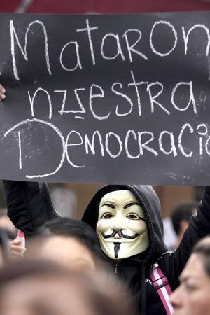 Los contingentes de estudiantes del movimiento #YoSoy132 que salieron de Ciudad Universitaria arribaron a las instalaciones del Tribunal Electoral del Poder Judicial de la Federación.
