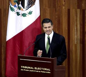 """Peña Nieto dijo que tendrá una presidencia """"abierta a la crítica"""" y anunció reformas para crear una Comisión Nacional Anticorrupción, aumentar la transparencia en estados y municipios y regular la compra de publicidad gubernamental."""