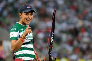 La medallista olímpica mexicana, Aída Román, recibió un homenaje y dio una exhibición en el TSM, en el duelo entre Santos Laguna contra Tigres, en la jornada 7 del Apertura 2012 de la Liga MX.