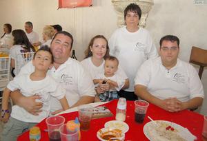 03092012 KRISTIAN , Hiram, Alejandra, Amadeo, Adelinay Alex, durante un festejo familiar.