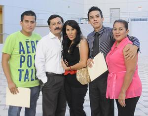 02092012 CARLOS  Eduardo Martínez, Saúl Gamón, Sandra López, Jorge Martínez y Verónica López en un evento universitario.