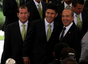 El delantero Oribe Peralta se mostró contento durante la visita en el Patio de la Emperatriz del Palacio Nacional.