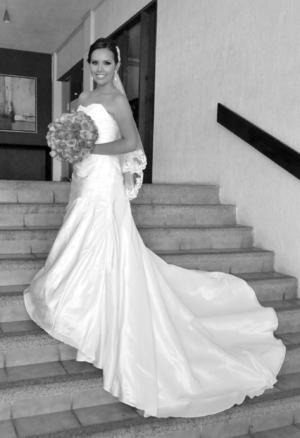 SRITA. Pamela Michelle Altamirano Campero, en una fotografía de estudio el día de su boda.