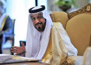 Jalifa Bin Zayed Al-Nahayan, emir de Abu Dabhi y actual presidente de los Emiratos Árabes Unidos quien ha logrado su capital en base a sus inversiones en petróleo y en bienes raíces en Estados Unidos y el Reino Unido, ocupa el segundo lugar del top 5. La fortuna del emir es de 23 mil millones de dólares.