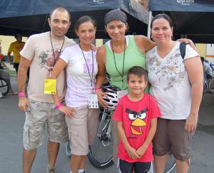 06092012 AARóN,  Lily, Paty, Karina y Elías.