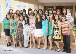 08092012 GIOVANNA  disfrutando de la despedida junto a sus invitadas, quienes la felicitaron por su próximo enlace con el Sr. Kenny Martínez Quiñónez.