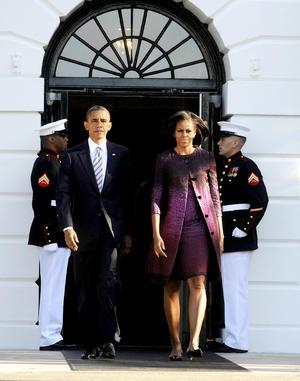 El presidente de EU, Barack Obama, y su esposa, Michelle, guardaron un minuto de silencio en la Casa Blanca al cumplirse el undécimo aniversario de los atentados del 11-S, los peores ataques terroristas perpetrados en este país.