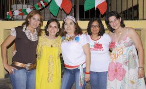 09092012 SANDY,  Pecky, Sandra, Liz y Rosy en reciente fiesta mexicana.