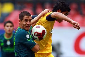 Jiménez fue una molestia para la defensa de Santos.